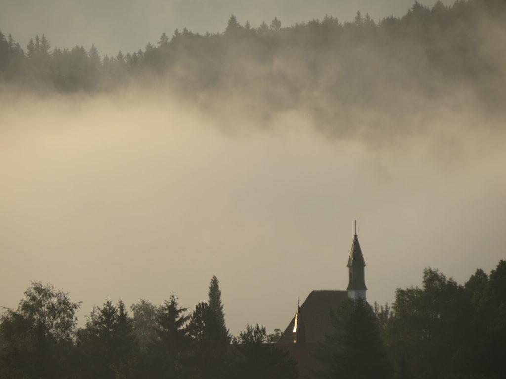 pfrontener Kapelle im Nebel